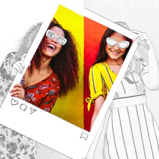 Pantalla dividida de dos mujeres sonrientes sosteniendo un marco estilo Instagram, que muestra cómo puede usar la herramienta Edge Sketch de PicMonkey para convertir fotos en bocetos.